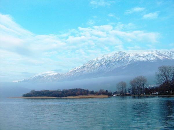 Охридское_озеро,_вид_на_гору_Галичица