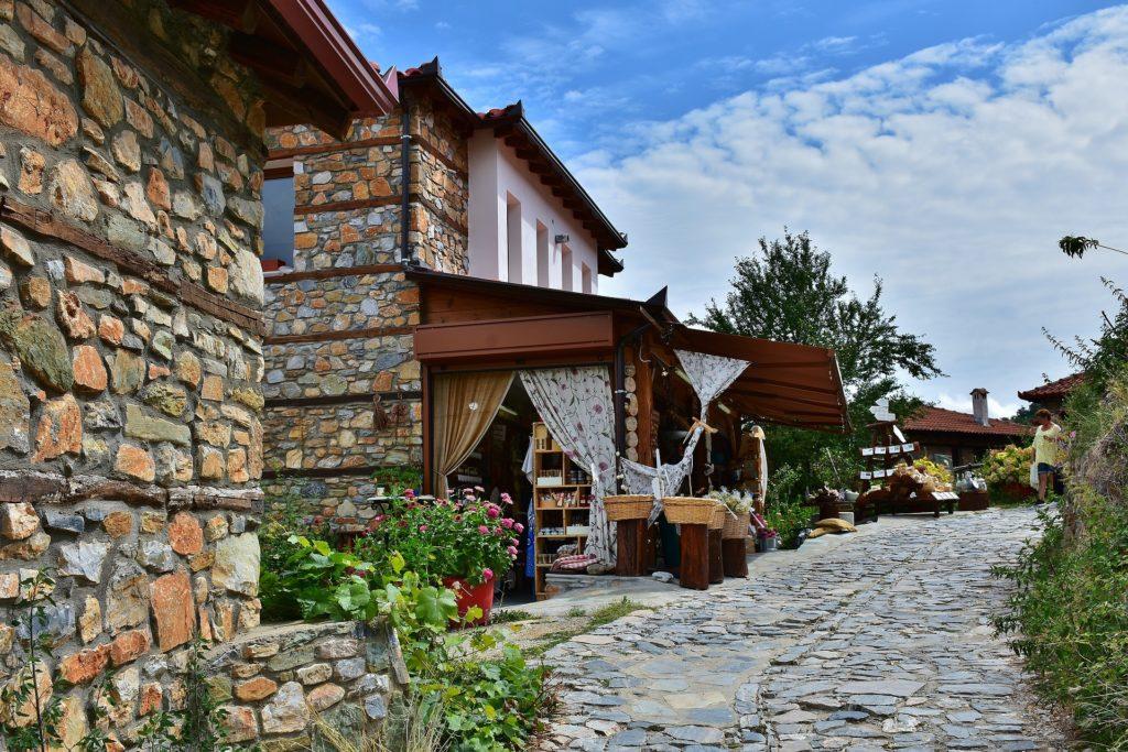 village-2729360_1920